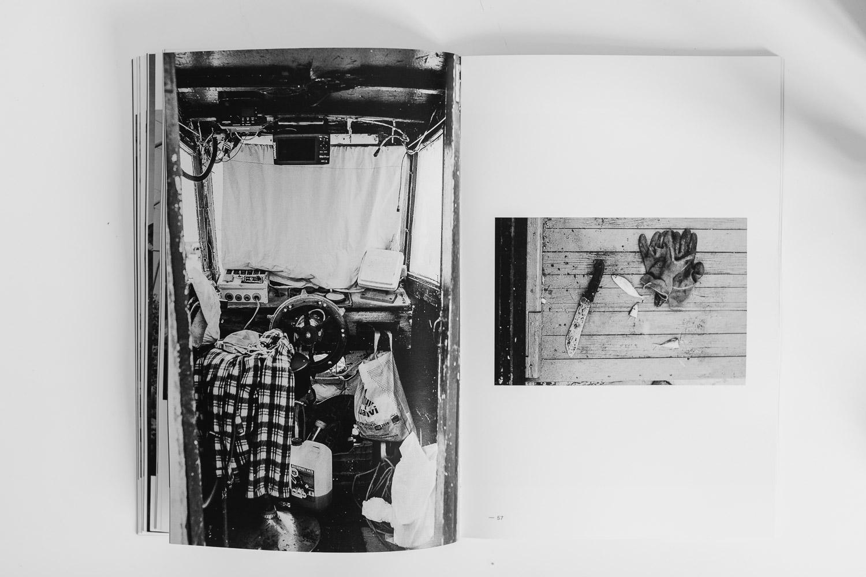 Fotolibro 'La Segunda Línea' impreso con tinta White y CMYK en Impresum